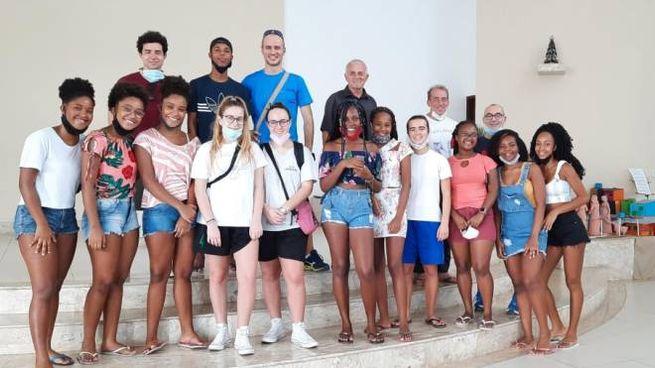 Il gruppo dei volontari cremaschi nella parrocchia brasiliana dove hanno prestato aiuto