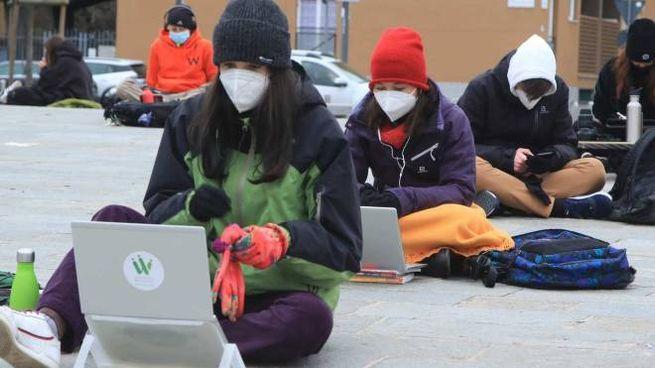 Una delle proteste dei ragazzi contro la didattica a distanza