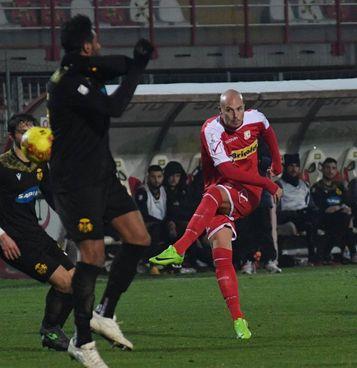 La conclusione di Ferretti: l'attaccante ha firmato una doppietta (. Foto Fiocchi