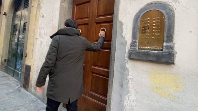 """L'ingresso della """"casa dei misteri"""" (foto Gianluca Moggi/New Press Photo)"""