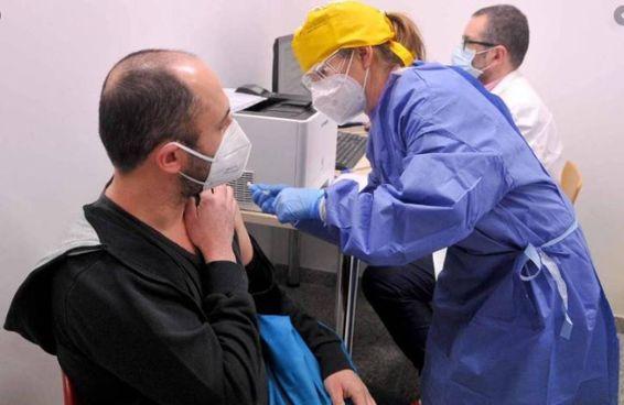 A ieri le vaccinazioni in Versilia erano pari a 2.254, di cui 318 per gli ospiti delle rsa