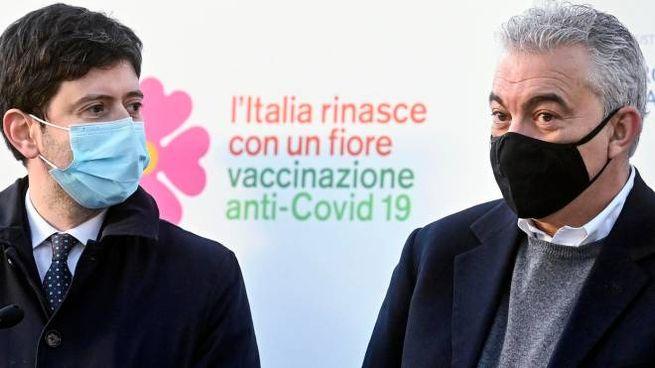 Il commissario straordinario Domenico Arcuri (a destra) col ministro della Salute Roberto