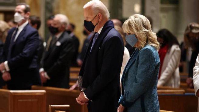 Biden e la moglie a messa nella Cattedrale di San Matteo apostolo