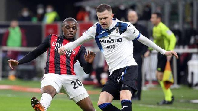 Milan-Atalanta, Josip Ilicic in dribbling su Pierre Kululu (Ansa)