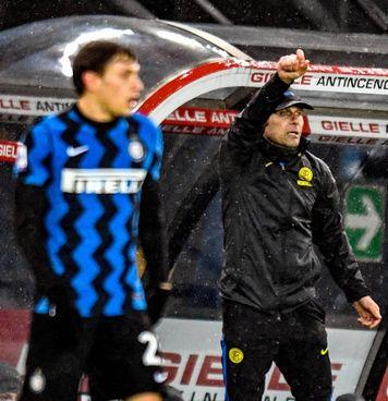 Antonio Conte, 51 anni, siederà domani sulla panchina dell'Inter in Coppa Italia. Poi rischia una lunga squalifica in campionato per lo scontro con l'arbitro Maresca