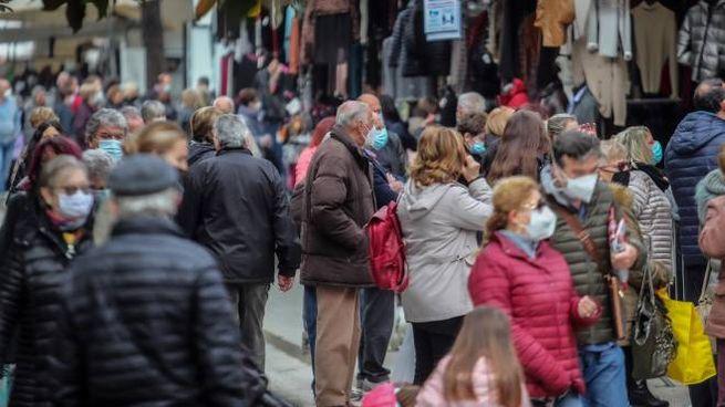 Gente al mercato (Fotocronache Germogli)
