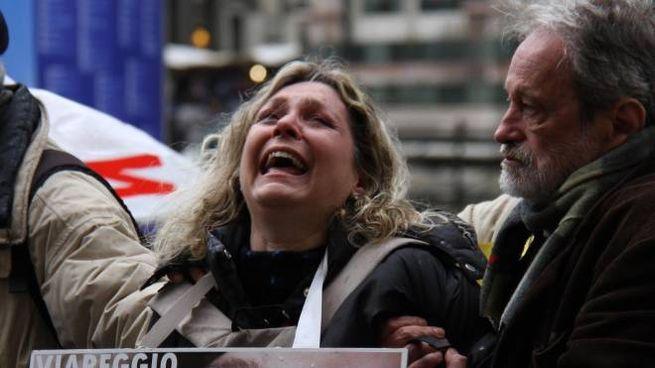 DRAMMA Daniela Rombi piangente durante una manifestazione