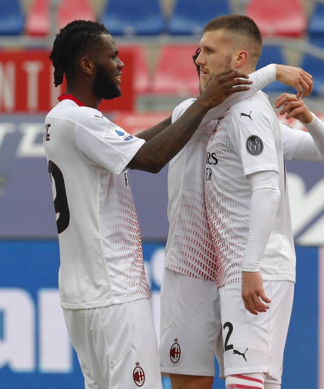 Kessie festeggia con Rebic: i due hanno «lavorato» per Ibra, sostituendolo come rigorista e ribadendo in gol il penalty sbagliato da Zlatan