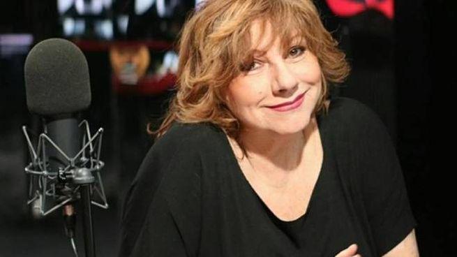 Silvia Annicchiarico, 73 anni, una vita tra tv, cinema e musica. È la vocalist della notte su Rtl 102,5 dalle 3 alle 6 del mattino