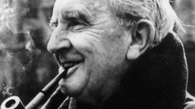 J. R. R. Tolkien, l'autore de 'Lo Hobbit' e del 'Signore degli Anelli' - Foto: ANSA/DEF