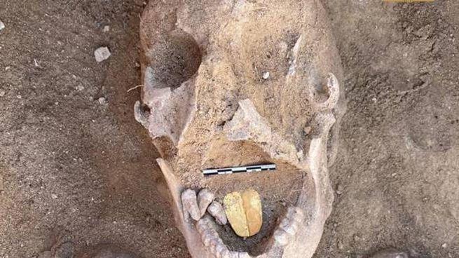 La scoperta della mummia con la lingua d'oro