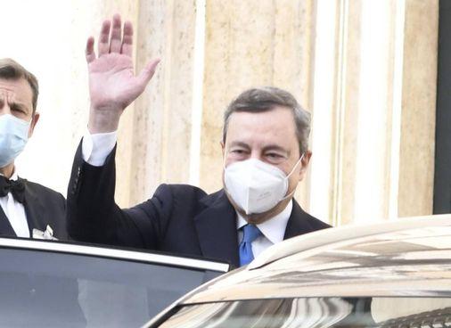 Mario Draghi, 73 anni, premier incaricato, ieri all'uscita da Montecitorio