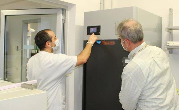 Il frigo consegnato all'Iss per la conservazione delle dosi di vaccino: dosi che al momento non sono acora arrivate sul Titano