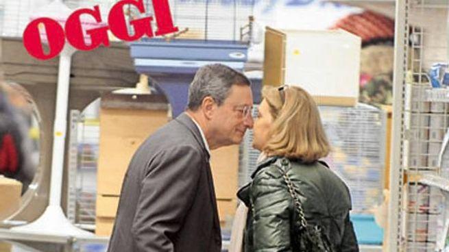 Mario Draghi e la moglie Serena Cappello, entrambi classe 1947. Sono sposati dal '73