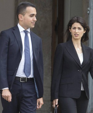 Luigi Di Maio, 34 anni, ex capo politico del Movimento 5 Stelle, con la sindaca di Roma, Virginia Raggi, 42 anni