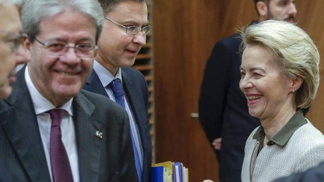 Paolo Gentiloni, 66 anni, commissario Ue per l'economia, con Ursula von der Leyen, 62 anni, presidente della Commissione Ue