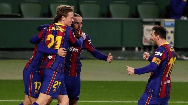 Il Barcellona esulta dopo un gol (Ansa)