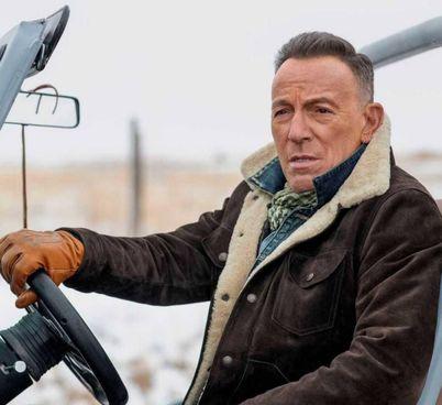 Bruce Springsteen, 71 anni, nello spot della Jeep durante l'ultima edizione del Superbowl