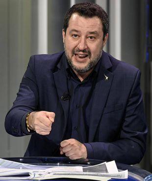 Matteo Salvini, milanese, classe 1973, segretario del Carroccio, è entrato nelle fila leghiste nel 1990