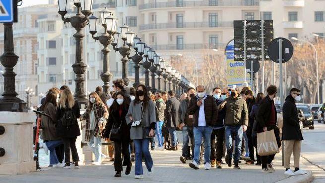 Assembramenti in Puglia: è allarme in tutta Europa per le varianti del Covid (ImagoE)