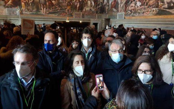 Turisti 'assembrati' all'interno dei Musei vaticani, tra i più visitati al mondo