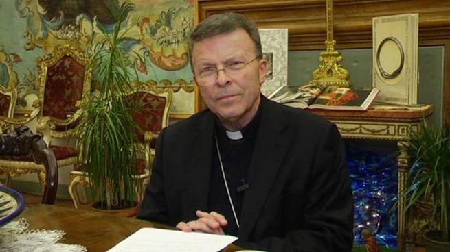Il vescovo Armando Trasarti