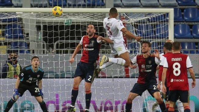 Il gol di Gleison Bremer stende il Cagliari (Ansa)