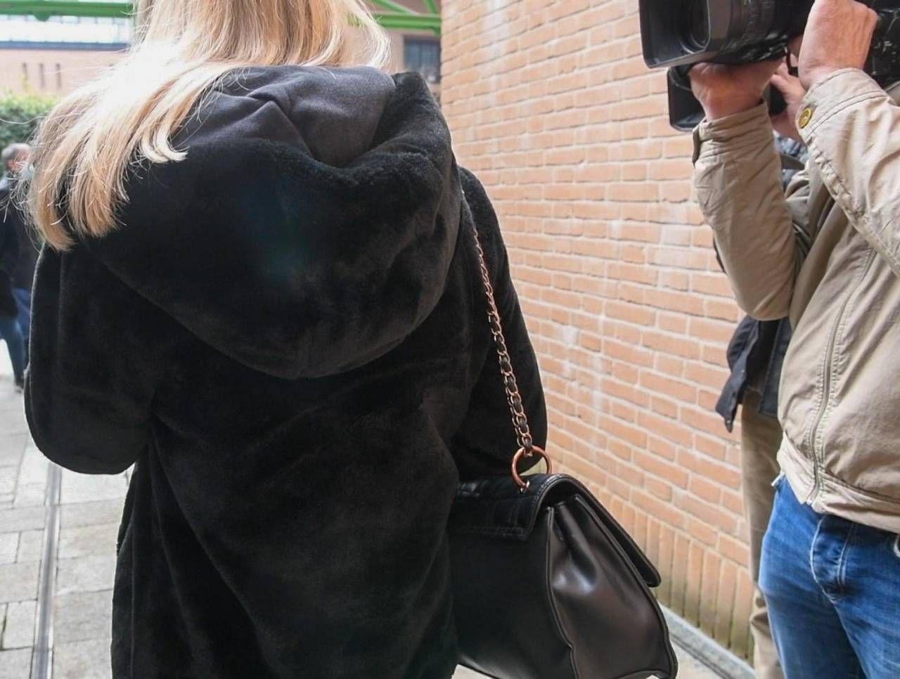 La maestra d'asilo ieri all'uscita dal tribunale di Torino