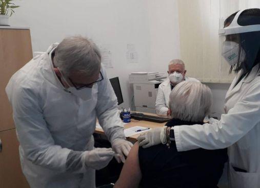 Procede la vaccinazione degli over 80 alla Casa della salute e al Centro medico
