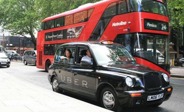 Anche a Londra è possibile prenotare un vero taxi tramite la piattaforma online di Uber