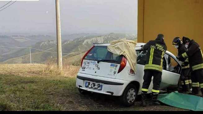 L'auto della vittima dopo l'incidente