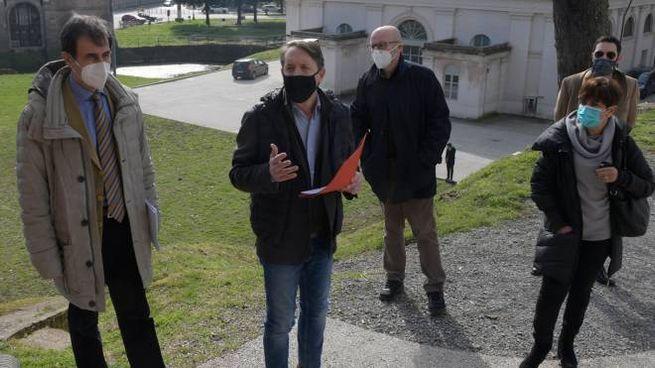 """Gli esponenti della Lista Civica """"SìAmo Lucca"""" sulle Mura"""
