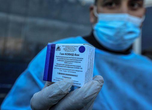 Il vaccino russo è già utilizzato in una trentina di Paesi nel mondo (foto Ansa)