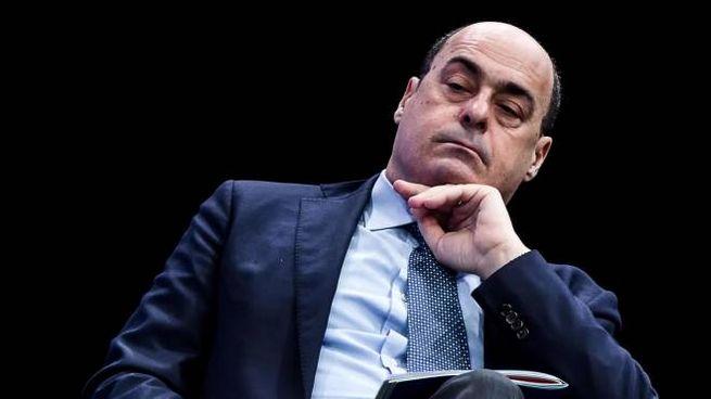 Nicola Zingaretti, 55 anni, è segretario del Pd e governatore del Lazio. Sotto, l'intervista ad Andrea Orlando pubblicata ieri su