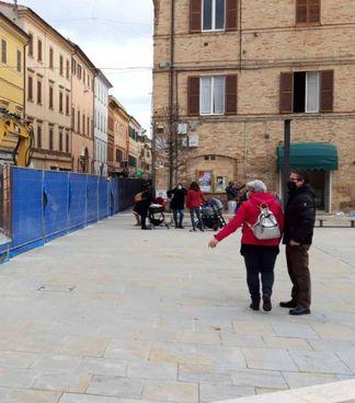 La polemica per le pietre «ingiallite» in piazza Pergolesi: saranno utilizzate anche in corso Matteotti