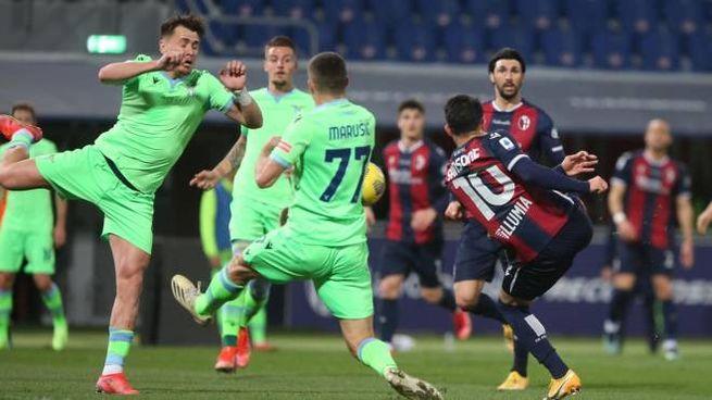 Il gol di Nicola Sansone alla Lazio (Ansa)