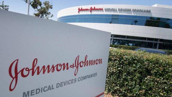 Uno stabilimento della Johnson & Johnson (Ansa)