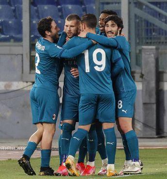 La festa del Milan: il 2-1 di Roma in una giornata sfavorevole vale oro