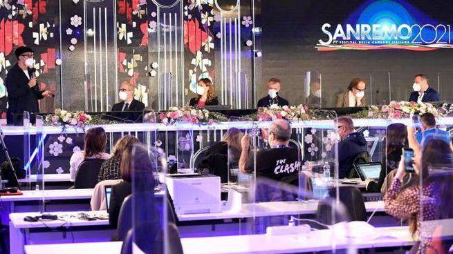 Sanremo 2021, Fiorello in conferenza stampa (Ansa)