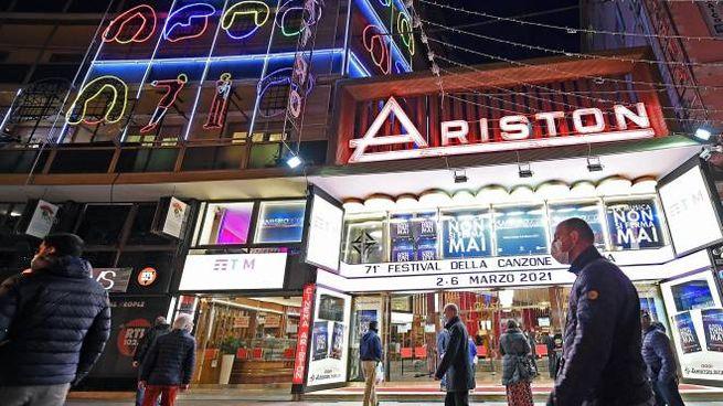 Il teatro Ariston di Sanremo aperto per il 71esimo Festival della canzone italiana che prende il via stasera