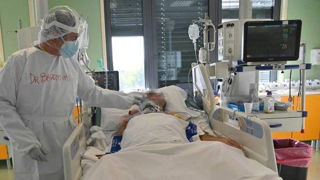 L'interno di una terapia intensiva, reparto in prima linea nell'emergenza-Covid