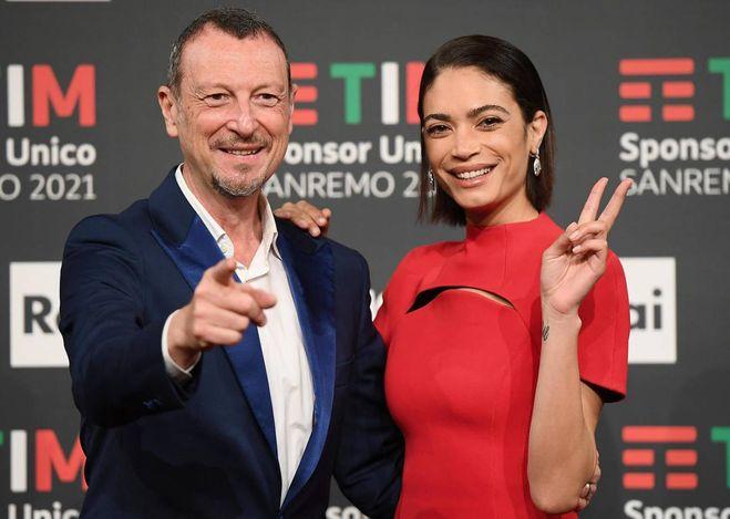 Sanremo 2021: il programma della seconda serata. Cantanti e ospiti, quando è Laura Pausini