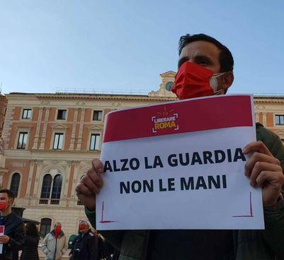 Un flash mob contro la violenza sulle donne a Roma: stavolta sono scesi in campo gli uomini