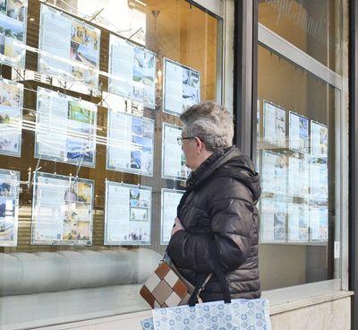 La mancanza di turisti si è fatta sentire nelle agenzie del Lario