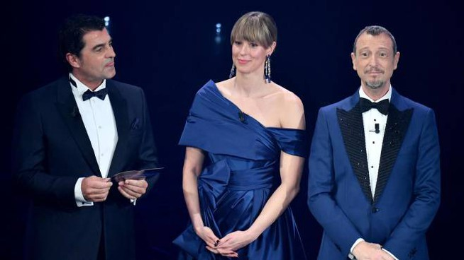 Alberto Tomba con Federica Pellegrini e Amadeus a Sanremo 2021 (Ansa)