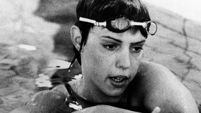 Novella Calligaris in vasca: oggi ha 66 anni