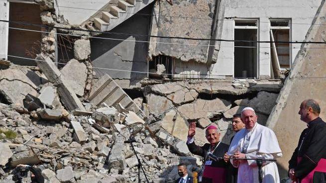 Il Papa in Iraq tra le macerie di Mosul