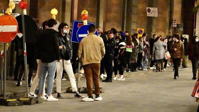 Ragazzi in centro a Firenze (New Press Photo)