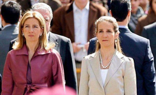 Da sinistra, Cristina ed Elena di Spagna, le due sorelle di Felipe VI, sono andate a trovare papà Juan Carlos negli Emirati Arabi: lì si sono fatte vaccinare dal Covid