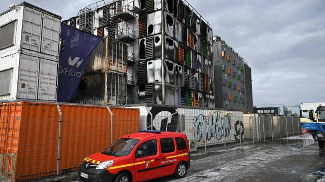 La Ovh di Strasburgo devastata dall'incendio (Ansa)